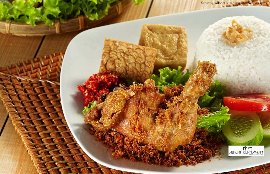 nasi ayam goreng, AKP for Tong Tji T-House