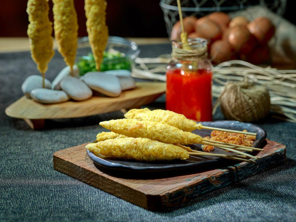 telur gulung, inez,indonesian food be hero, street food, hitam putih